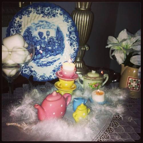 blog fluffy feather tea set